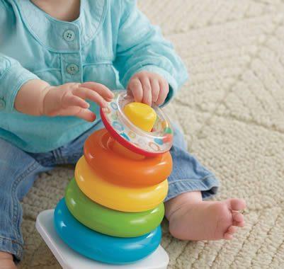 la piramide giocattolo dai 5 anelli per i regali di Natale per bebè e bambini fino a 3 anni