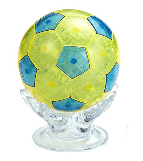 pallone da calcio in cristallo di colore giallo e puzzle 3d