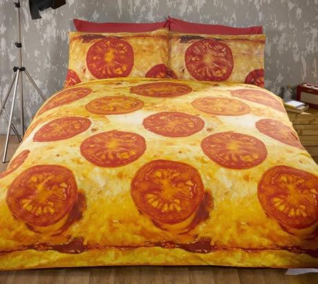 copripiumino matrimoniale dedicato alla pizza con pomodoro e mozzarella